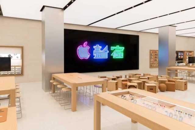 Apple 新宿店内観