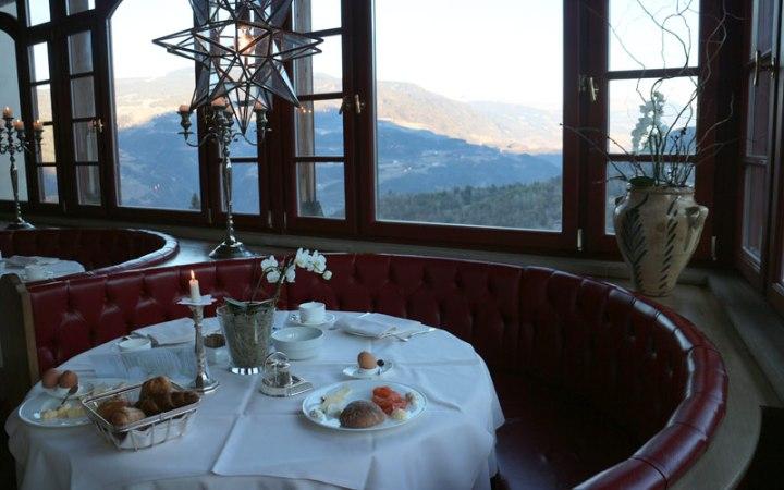 Der Blick aus dem Hotel Turm auf die Dolomiten ist atemberaubend.