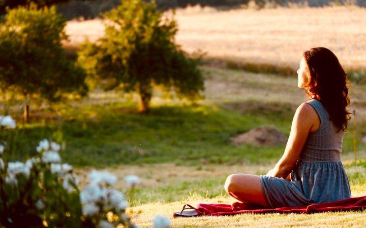Innere Ruhe finden - dank Yoga und Meditation in der freien Natur.