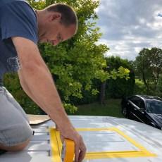 •DACHFENSTER: Die erste Königsdisziplin steht an: Wir bauen das erste Dachfenster mit Lüfter ein!