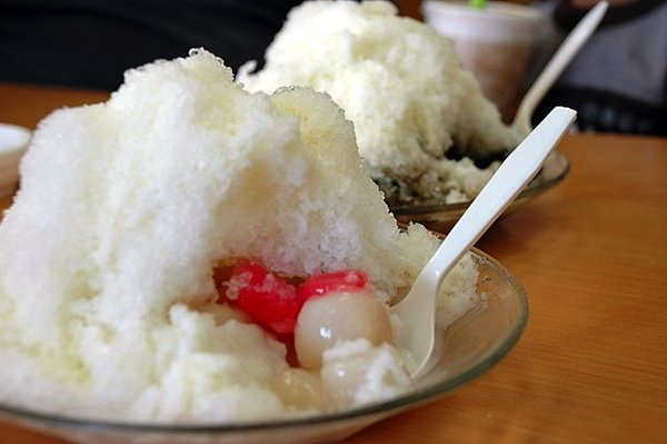 Shaved ice and sugar balls at MPK's Shau May