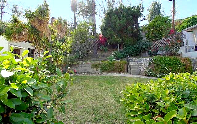 Yard with terraces. Courtesy of Tracy King – Teles