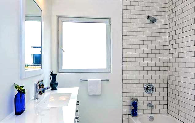 Bath with subway wall