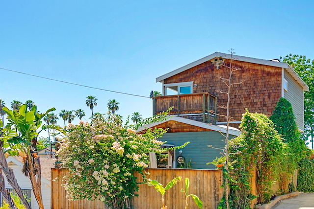"""A magical little """"tree house"""" in Echo Park"""