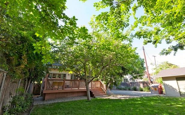 Grassy backyard and deck. Courtesy of Ara Sarkissian – Sarkis Realty