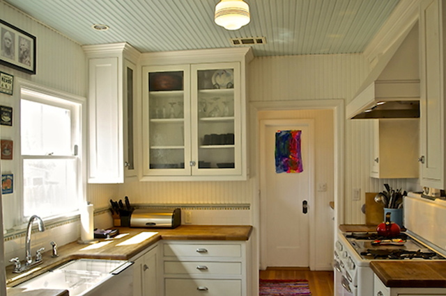 Kitchen with farmhouse sink and vintage stove