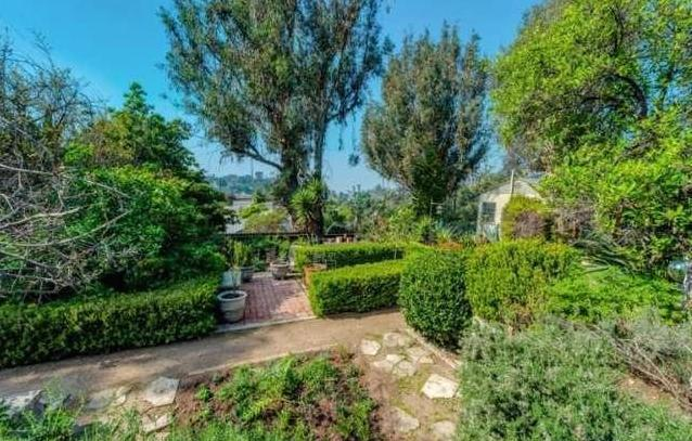 Inviting enchanted garden. Courtesy of James Wilson – Deasy/Penner & Partners