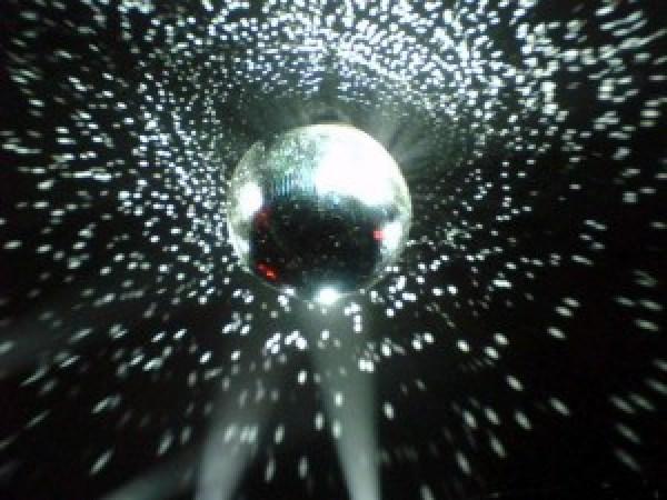 rp_disco_ball_07_7ohl-1024x768-300x225.jpg