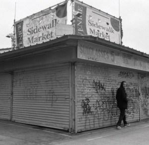 """Neues Evidence Album """"Weather Or Not"""" als einstündige Dashcam-Fahrt durch Venice Beach (Video)"""