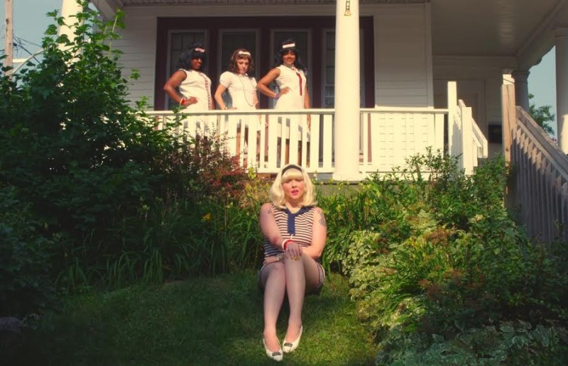 "PREMIERE LILI K CHANNELS THE 1960S IN ""TOMMY"" VIDEO"