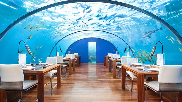 Jantar submerso é atração do Conrad Maldives Rangali