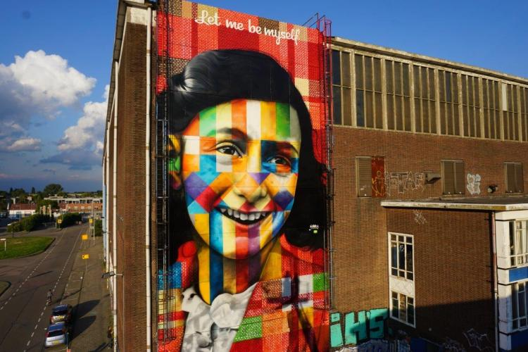 foto-do-mural-Let-me-be-myself-de-Kobra-sobre-Anne-Frank-em-Amsterdã-6