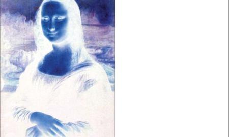 Оптическая иллюзия: а вы видите симпатичную женщину на белом фоне?
