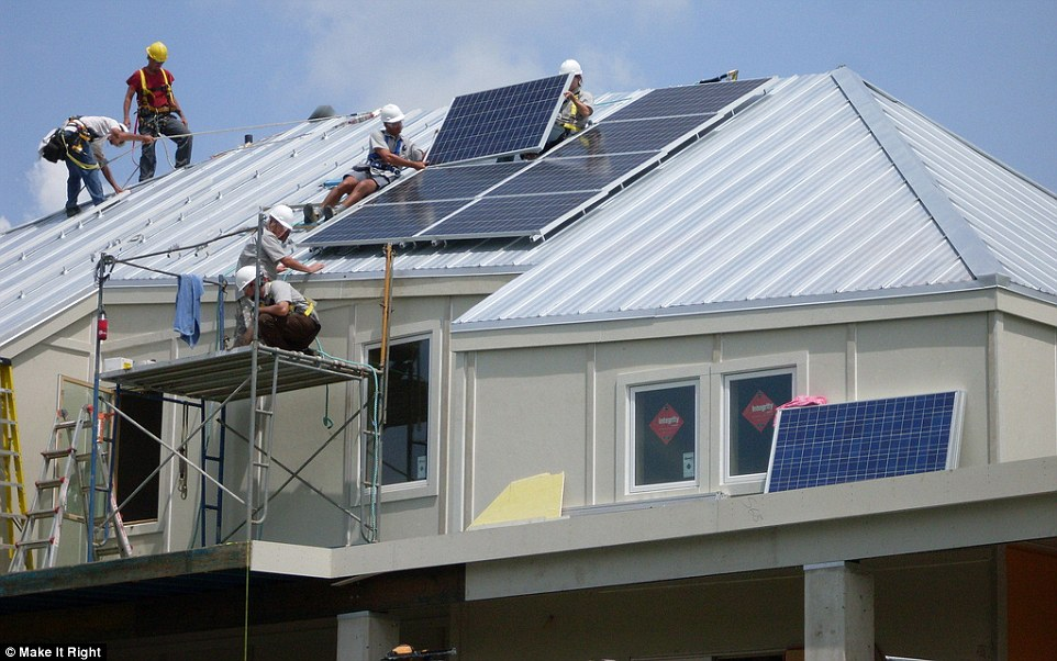 2B6CA6AF00000578-3200488-The_homes_are_ecofriendly_and_have_solar_panels_helping_to_keep_-m-164_1439780173997