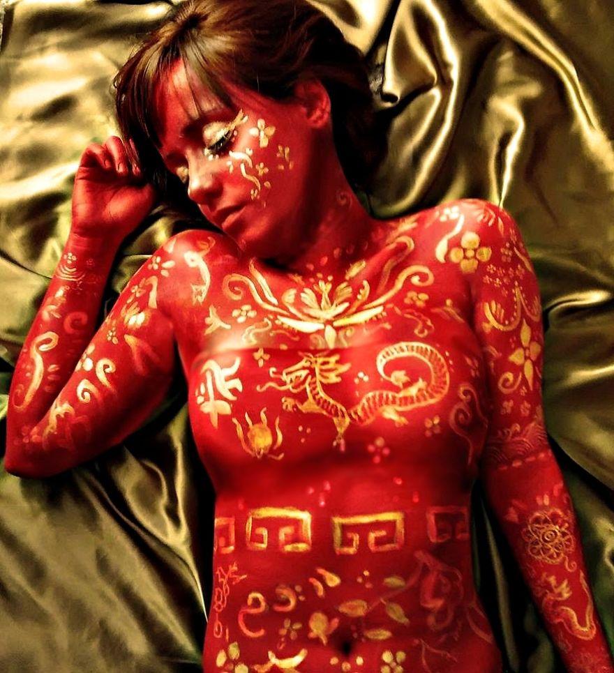 Brazilian-artist-makes-body-paint-herself5__880