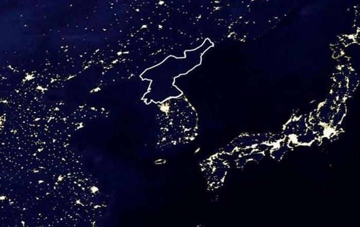 Вид на КНДР из космоса. В стране почти нет  электричества