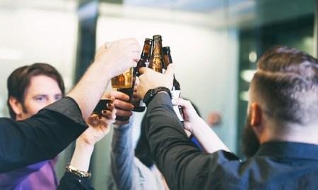 Почему жены должны заставлять мужей пить пиво с друзьями