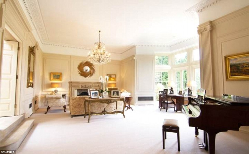 2D69B0AC00000578-3272667-Luxury_surroundings_The_six_bedroom_house_boasts_sumptuous_inter-a-59_1444847355476