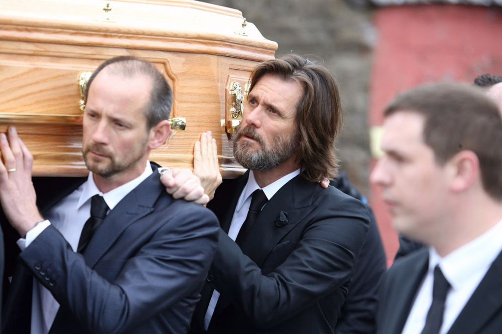 Jim-Carrey-Carries-The-Coffin-Of-Ex-Girlfriend-Catriona-White-at-her-funeral-in-Ireland