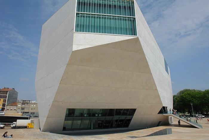 14-33-Worlds-Top-Strangest-Buildings-casa-da-musica