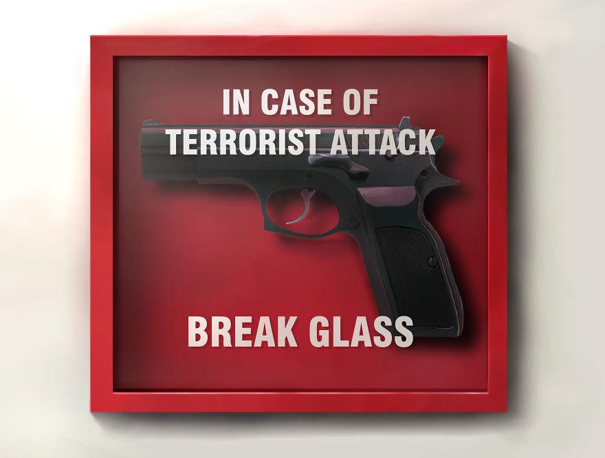В случае теракта разбить стекло