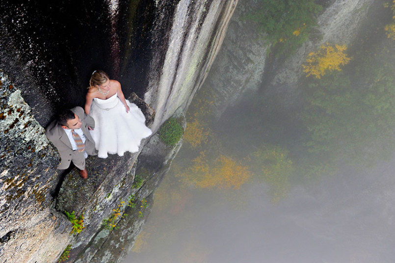 cliff-bride-groom_3528027k