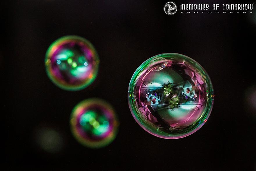 Следующий проект фотографа - снимки в отражении мыльных пузырей