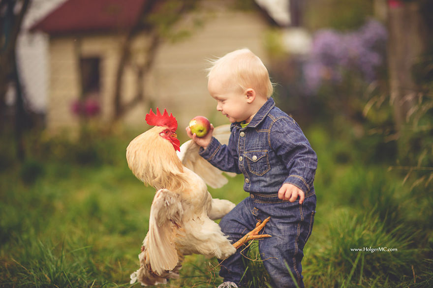 photographers-from-all-over-the-world-capture-amazing-photos-of-children-and-animals-35__880