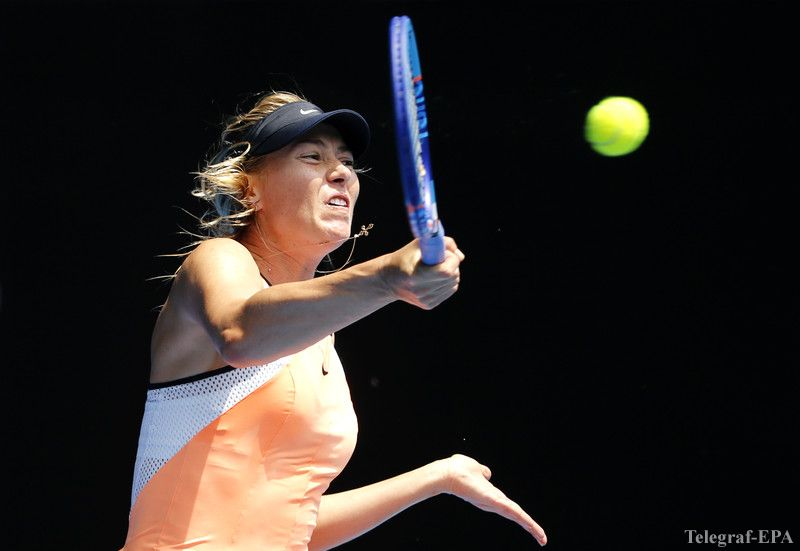 epa05126039 Maria Sharapova of Russia plays a shot against Serena Williams of the US during their quarter finals match at the Australian Open tennis tournament in Melbourne, Australia, 26 January 2016.  EPA/MAST IRHAM