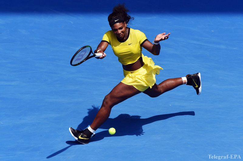 epa05126122 Serena Williams of the US in action against Maria Sharapova of Russia during their quarter finals round on day nine of the Australian Open tennis tournament in Melbourne, Australia, 26 January 2016.  EPA/TRACEY NEARMY AUSTRALIA AND NEW ZEALAND OUT