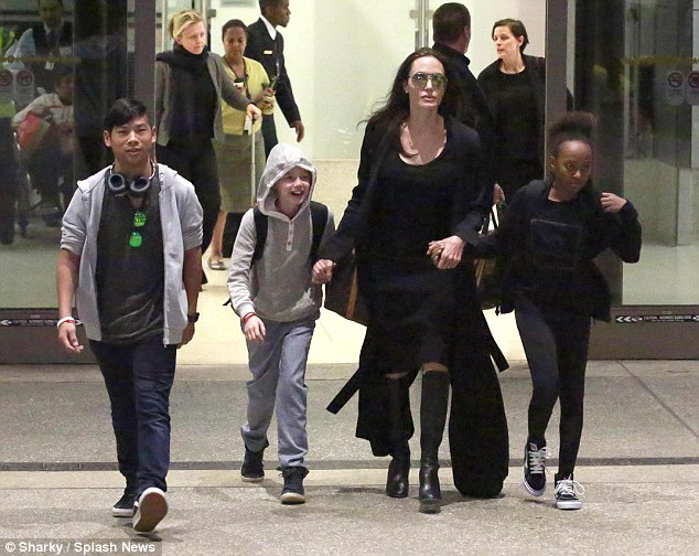 321454CA00000578-3486798-On_the_move_Angelina_seen_with_Maddox_Shiloh_and_Zahara_arriving-m-2_1457656645752