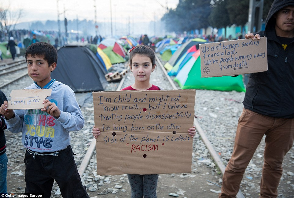 321D91D300000578-3488892-The_migrants_in_Idomeni_face_an_uncertain_future_as_the_so_calle-a-16_1457792378850