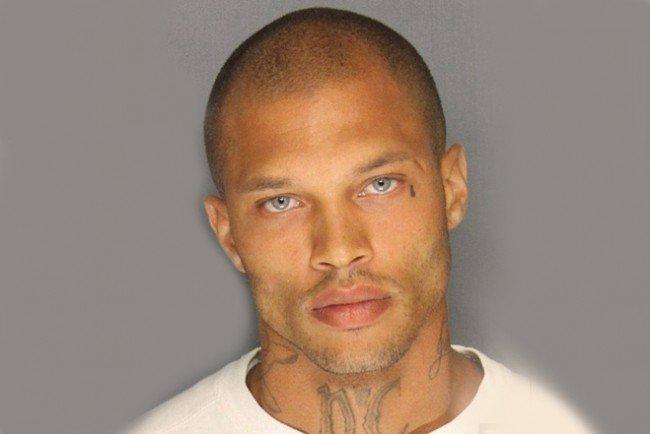 jeremy-meeks-hot-mugshot-gang-member-arrested-stockton-jeremy-meeks_2014-06-20_02-03-07-650x434