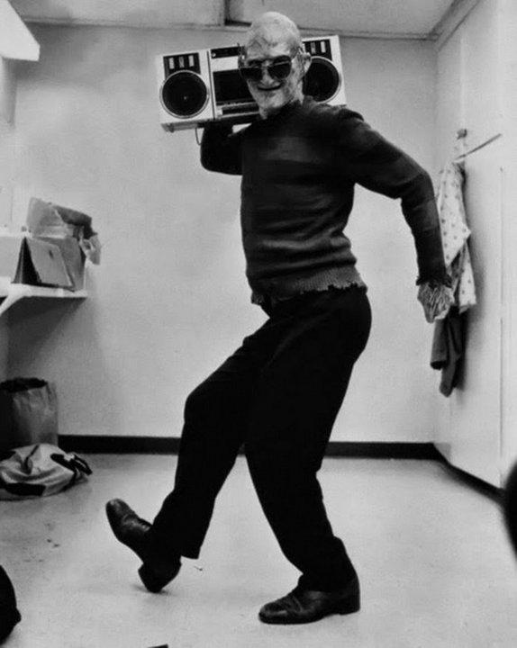 Роберт Инглунд на съемках фильма «Кошмар на улице Вязов», 1984 г.