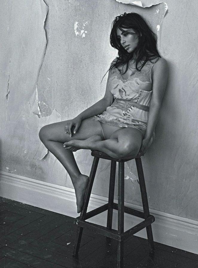 Kim-Kardashian--Vogue-Australia-2016--08-662x893