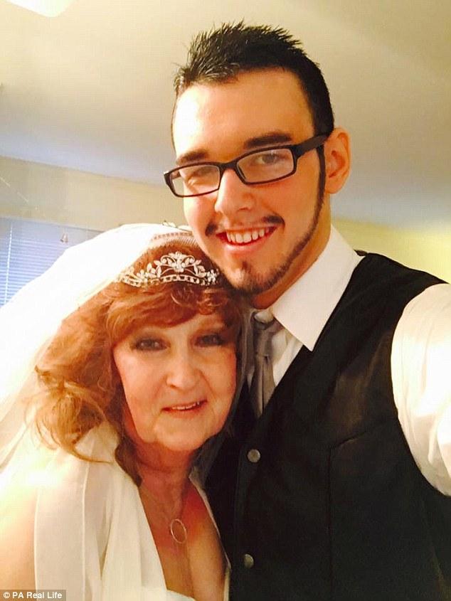Бабушка вышла из душа