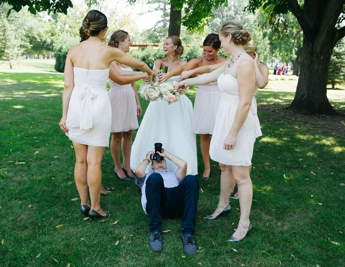 funny-crazy-wedding-photographers-behind-the-scenes-31-5774e2ef1e0db__700