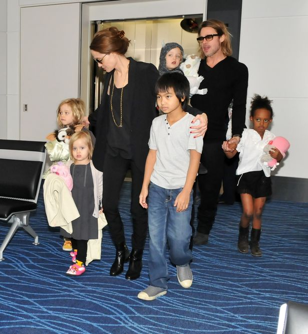 brad-pitt-angelina-jolie-and-children-at-haneda-international-airport-tokyo-japan-10-nov-2011