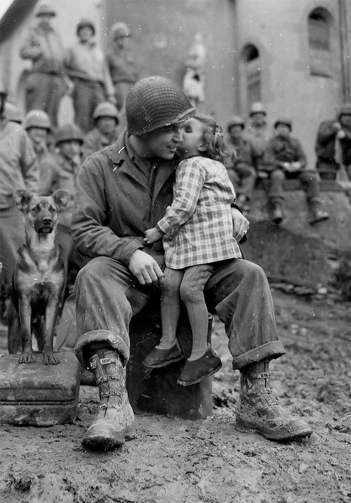 heartwarming-historic-photos-48-58737b72ef0eb__700