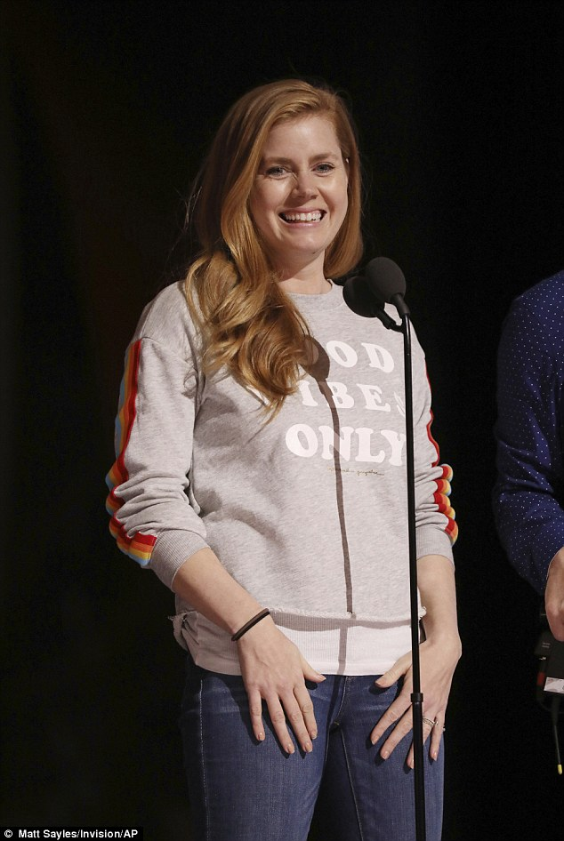 3DAF01BA00000578-4260712-Keeping_it_light_A_five_time_nominee_Amy_Adams_looked_stress_fre-a-4_1488086749764