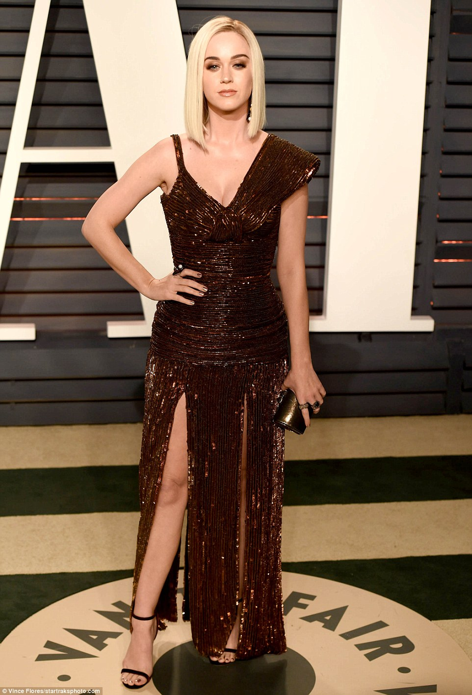 3DB9C41200000578-0-Bronze_beauty_Katy_Perry_made_sure_to_turn_heads_in_a_vintage_in-a-5_1488181784906