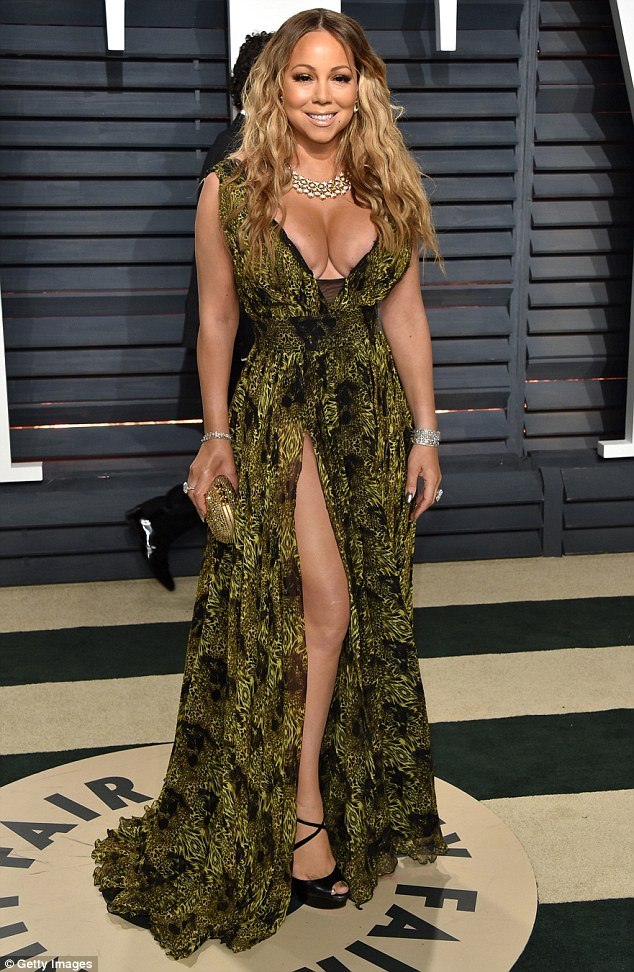 3DBE0AF100000578-4263338-Stunning_Mariah_Carey_46_seemed_pleased_to_be_back_on_home_turf_-m-89_1488185334557