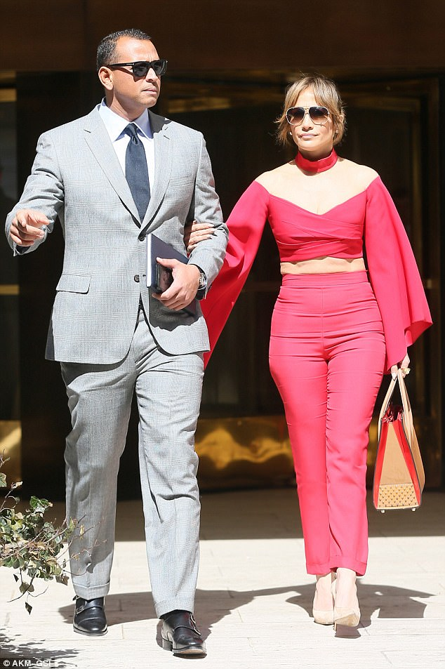 3EE90BE300000578-4377054-Couple_s_day_out_Jennifer_Lopez_and_her_latest_beau_Alex_Rodrigu-a-151_1491255799490