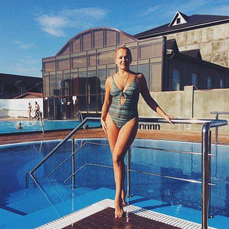 Многодетная мама Мария Порошина восхитила фотографией в купальнике