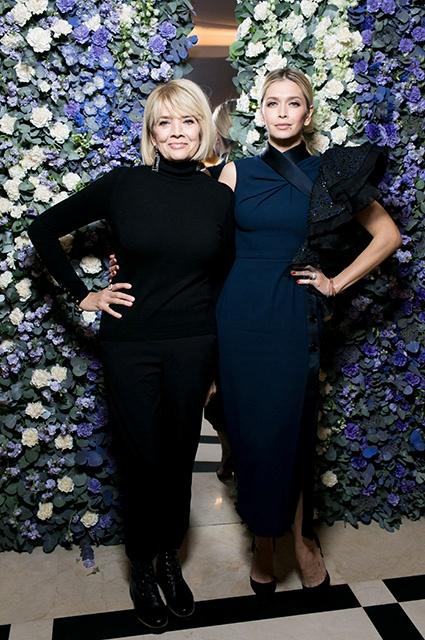 Вера Брежнева с мамой поддержала дочку на модном показе — фото