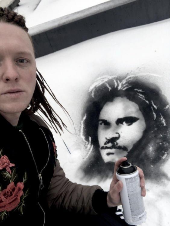Этот художник создает невероятные портреты известных людей в снегу