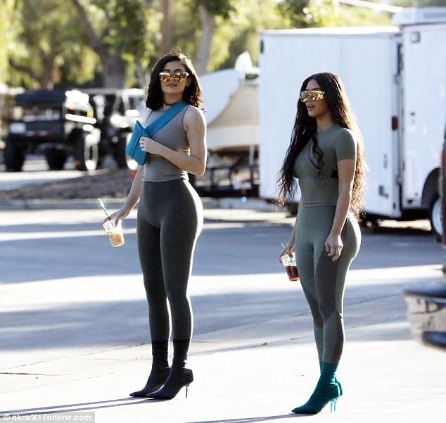 Пластика сделала Ким Кардашьян и Кайли Дженнер идентичными — фото