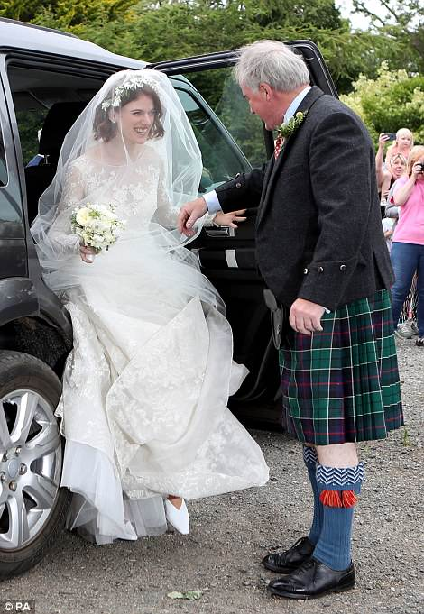 Звезды «Игры престолов» Роуз Лесли и Кит Харрингтон поженились — фото