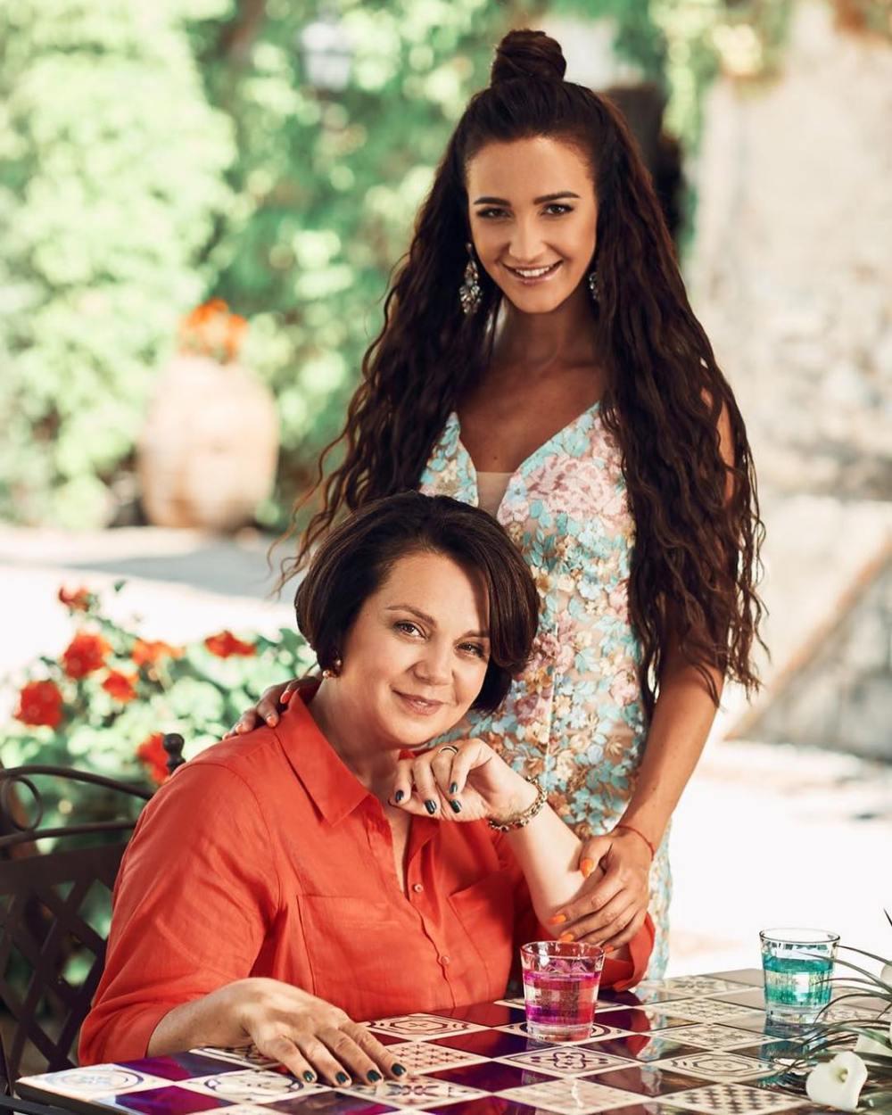 Мама Бузовой вспомнила, как Тарасов «даже не позвонил, когда выкинул дочь»