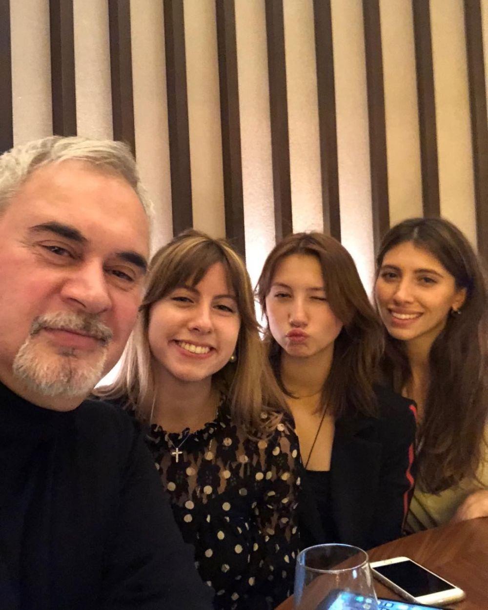 Джанабаева о дочках Меладзе: Никто детей не бросал!